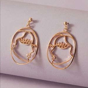 3/$30 💛 Abstract Face Earrings